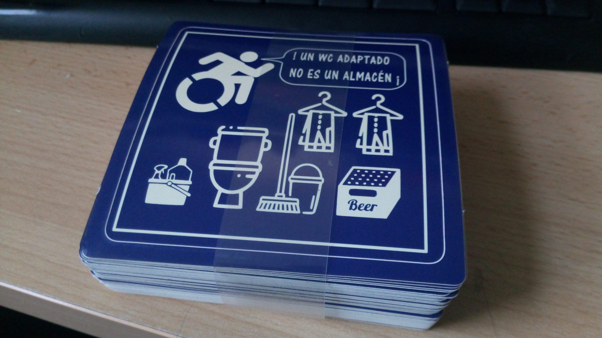 Taco de 50 adhesivos que encargué a la imprenta y que acabo de recibir